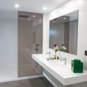 Villa's bathroom with private room - Seven Hotels & Wellness