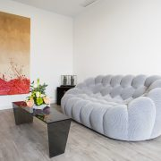 Villa's living room with private pool - Seven Hotels & Wellness